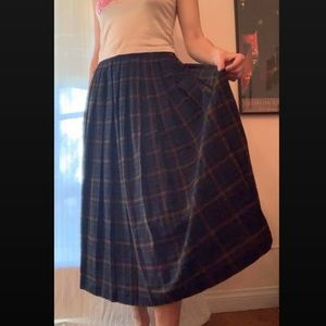 VINTAGE pleated plaid maxi skirt • fits S - M